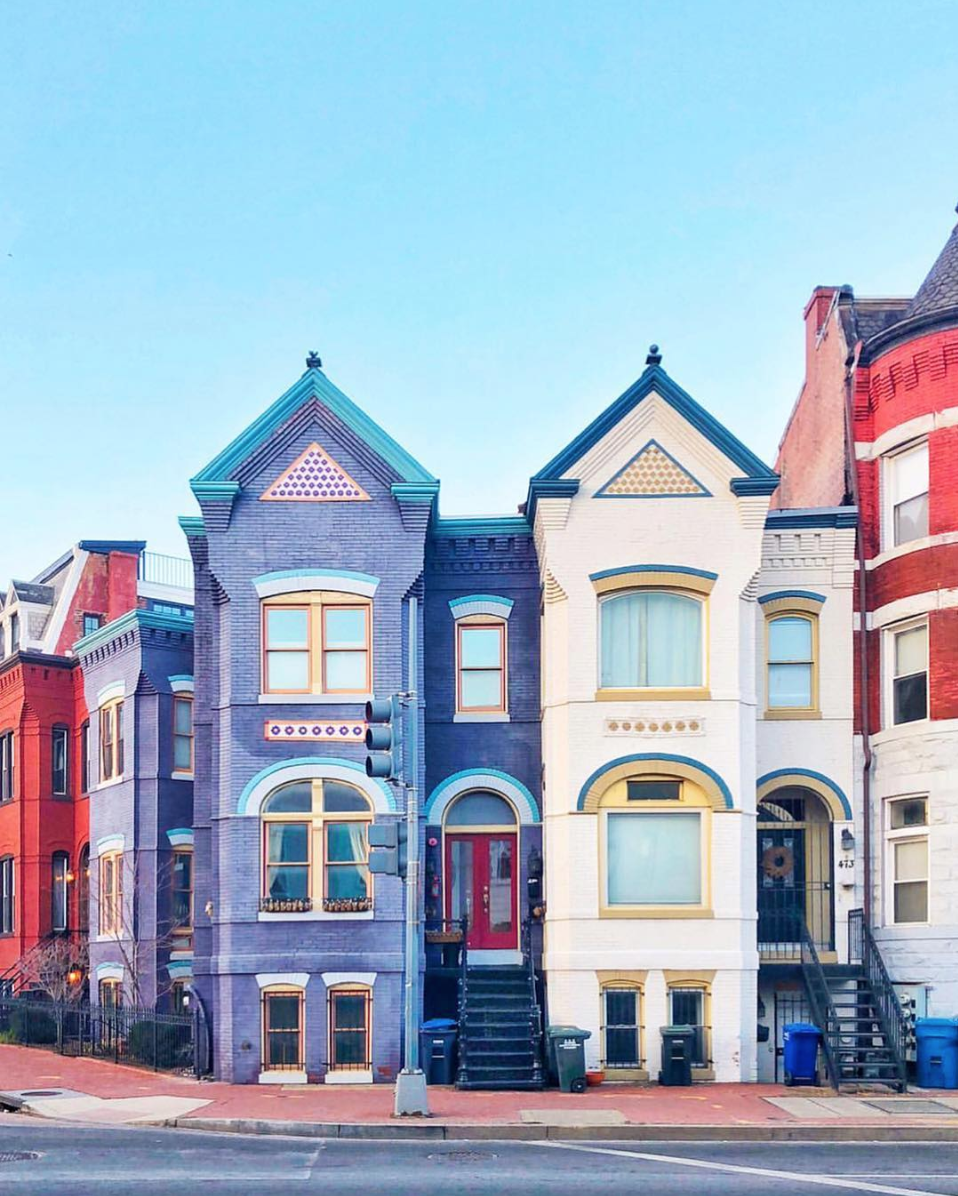 How adorable are these homes?! (Image via @andrewjorgie)