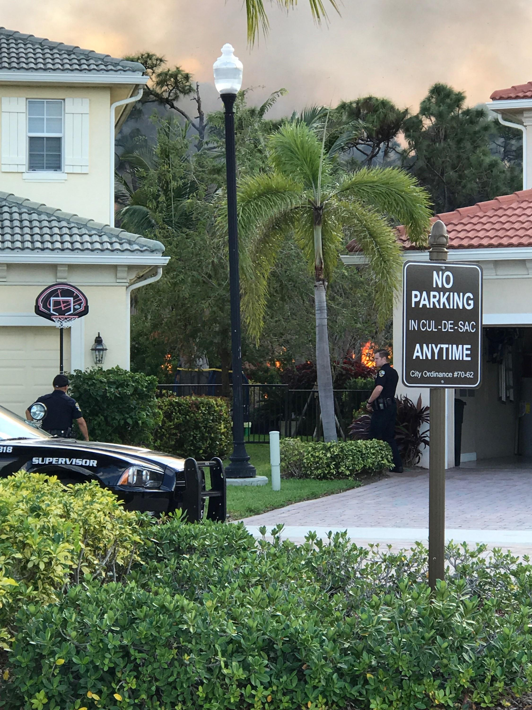 Fire Rescue crews battle brush fire in Palm Beach Gardens   WPEC