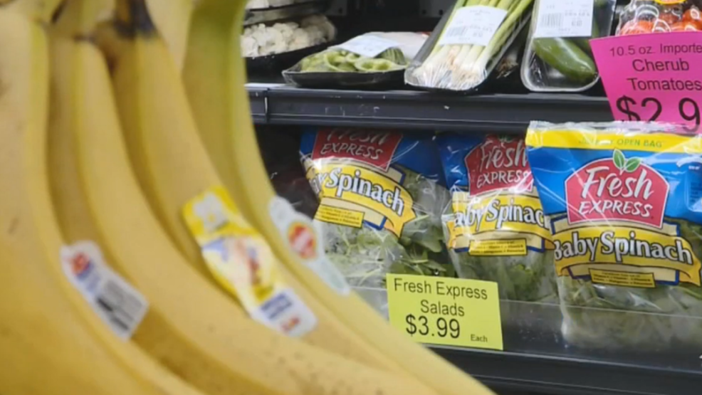 Amid numerous food recalls, an effort to hold grocery stores more accountable