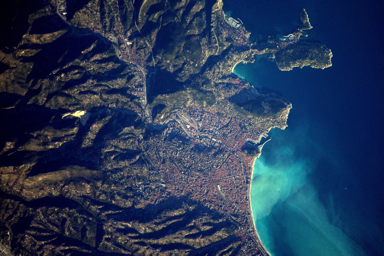 Hello Nice! Too bad we can't see the carnival parades from up here ;) (Photo & Caption: Thomas Pesquet // NASA)