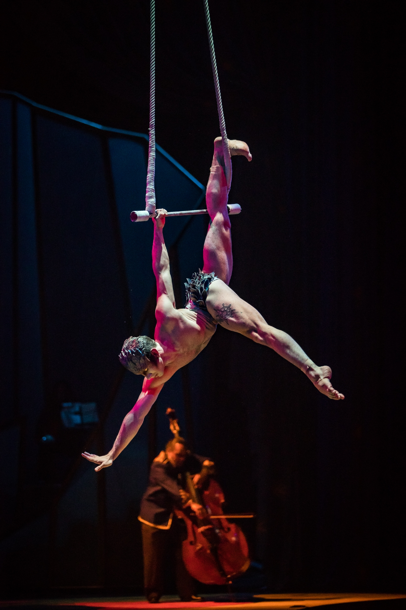 One Night for One Drop  2017 Performer Dazzles Guests with Stunning Aerial Routine, March 3, 2017. (Photo courtesy of Erik Kabik/ErikKabik.com)