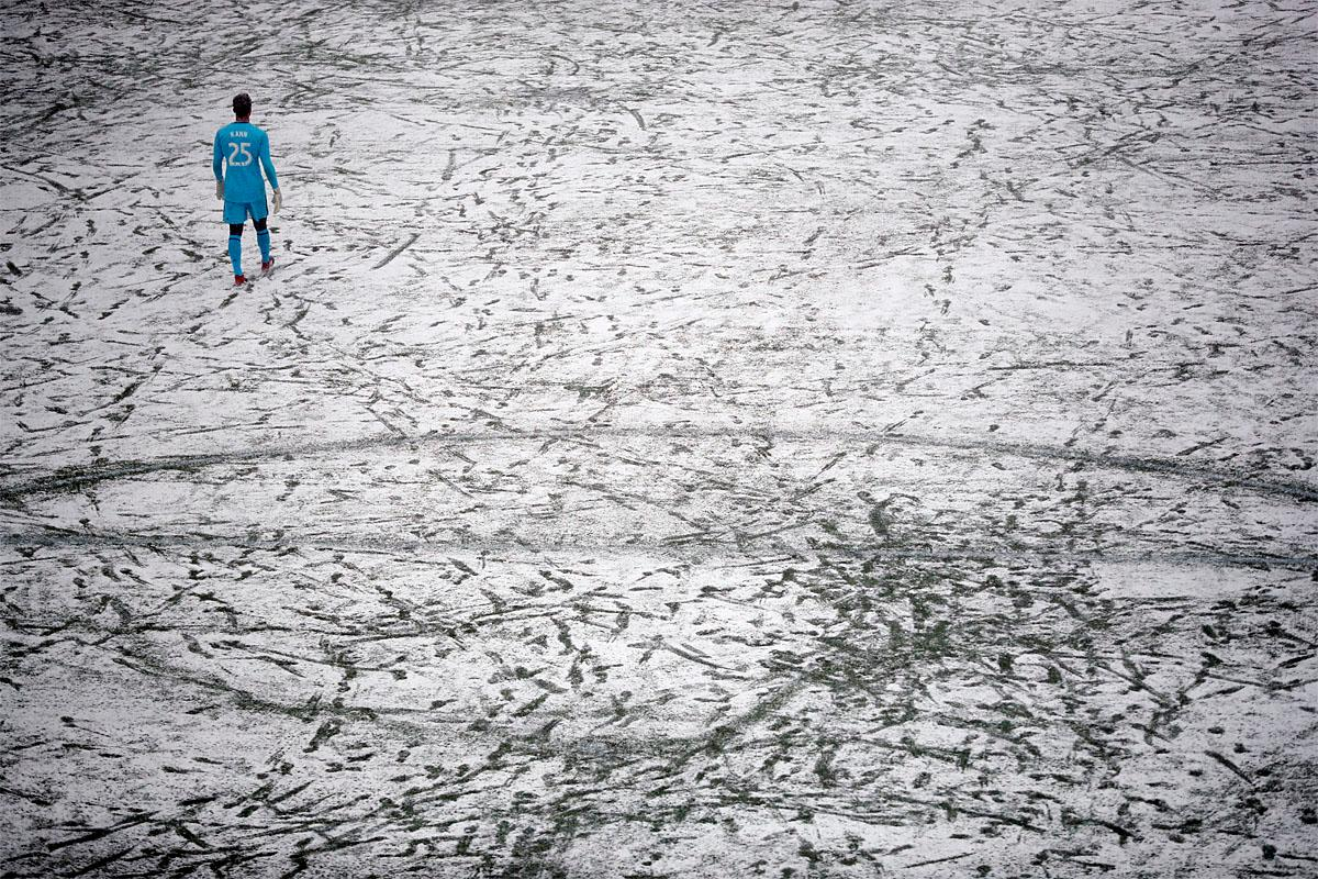 Atlanta United goalkeeper Alec Kann walks on the snow-covered field during the first half of an MLS soccer game against Atlanta United, Sunday, March 12, 2017, in Minneapolis, Minn. (Jeff Wheeler/Star Tribune via AP)
