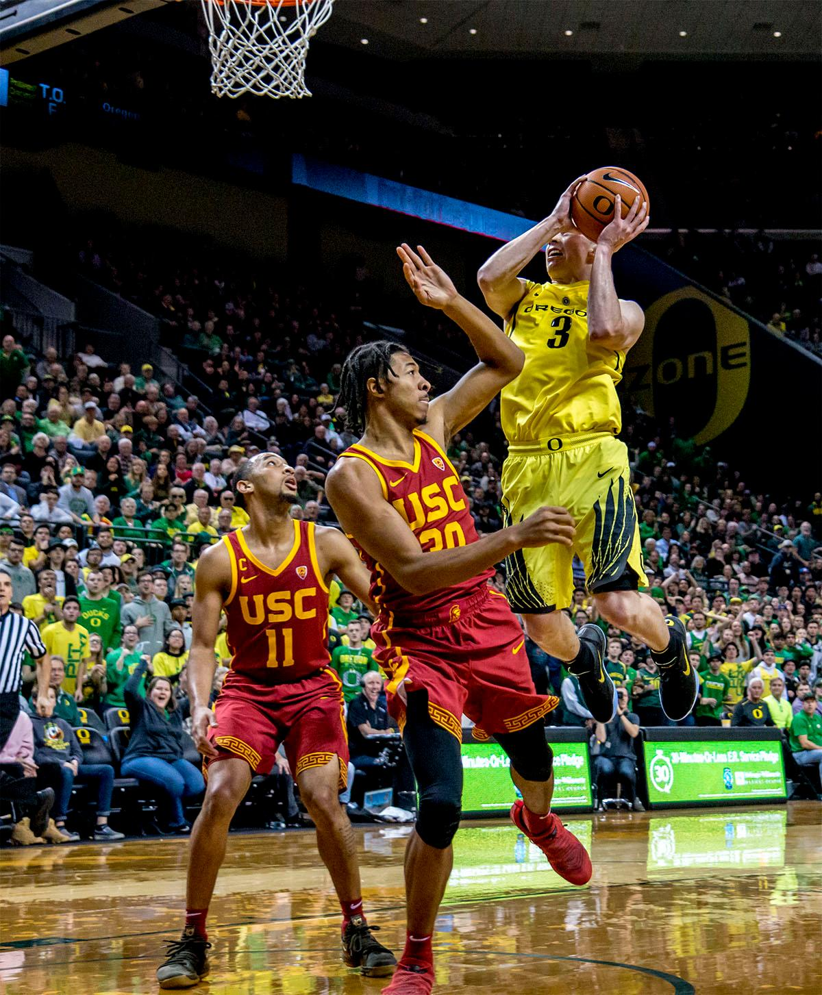 The Duck's Payton Pritchard (#3) takes a jump to score a basket. The UO Ducks basketball team suffered a loss to the USC Trojans, 75-70, at Matthew Knight Arena on Thursday. Payton Pritchard lead the scoring with 18 points. The Ducks are now 2-4 in conference play and 12-7 overall. The Ducks will next play the UCLA at Matthew Knight Arena at 7:15 p.m. on Saturday, Jan. 20. Photo by August Frank, Oregon News Lab