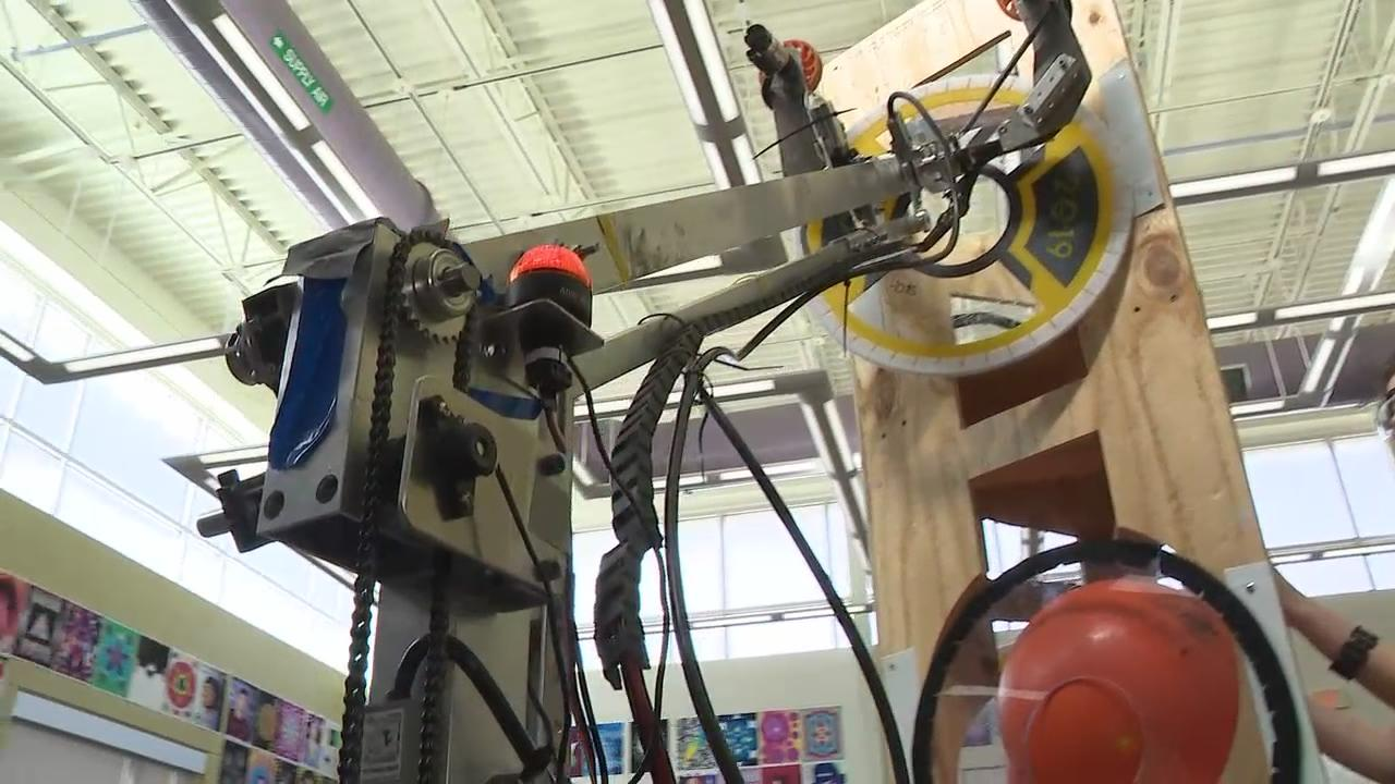 Reynoldsburg high school students built two robots in preparation for a competition against other Midwestern teens (WSYX/WTTE)