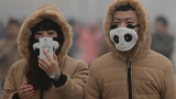 Photos: China smog spawns fashion trend