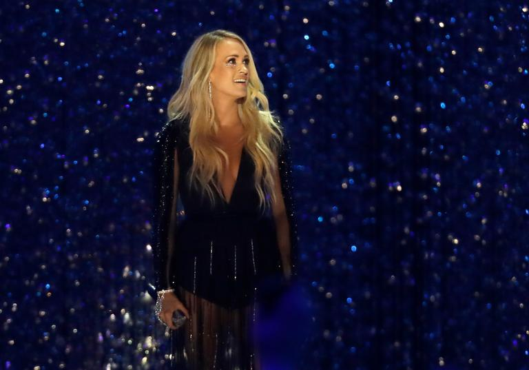 "Carrie Underwood performs "" Cry Pretty"" at the CMT Music Awards (AP Photo/Mark Humphrey)"