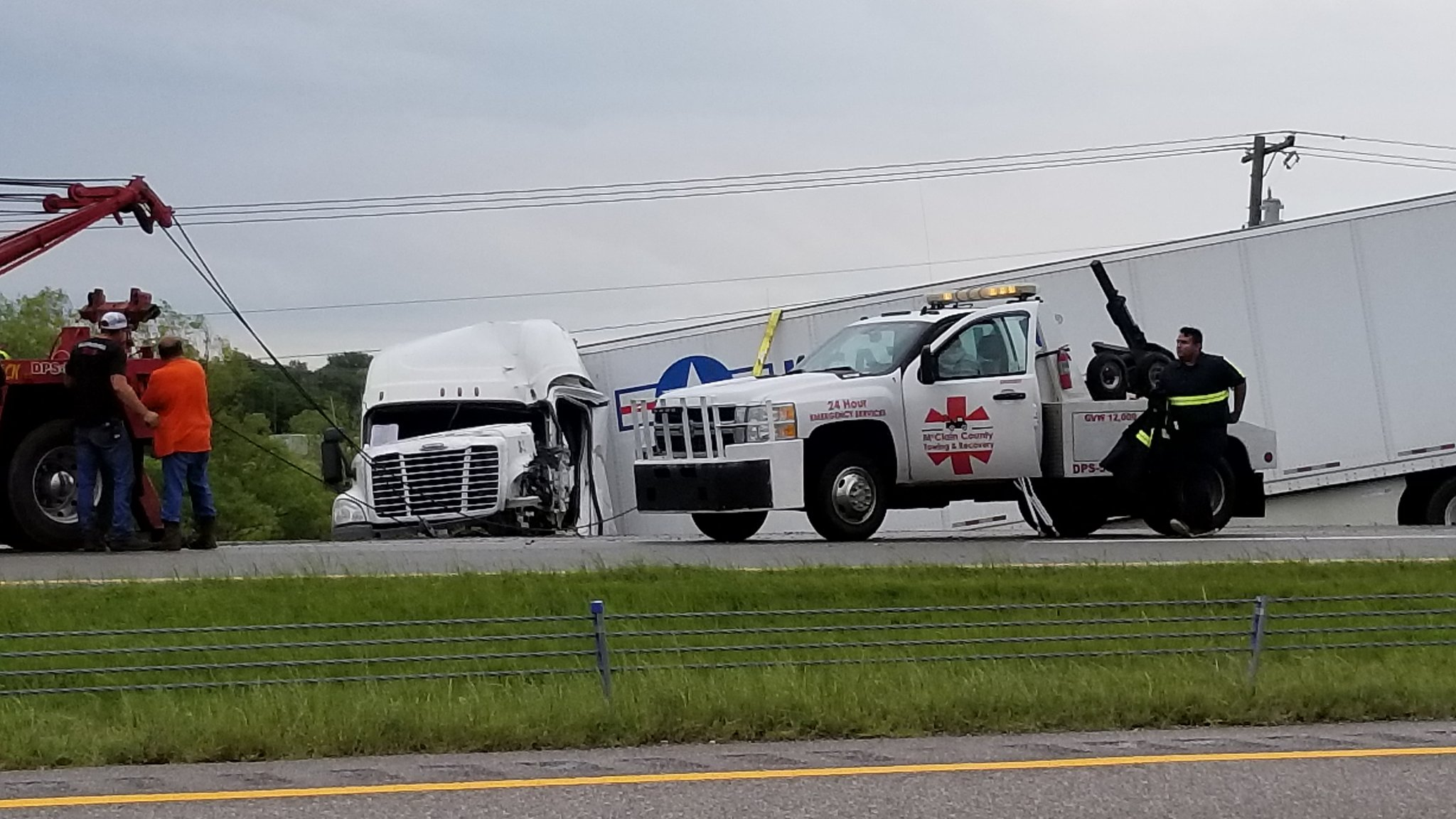 A semi crash narrowed I-35 to one lane May 19 near Purcell. (KOKH/Steven Anderson)