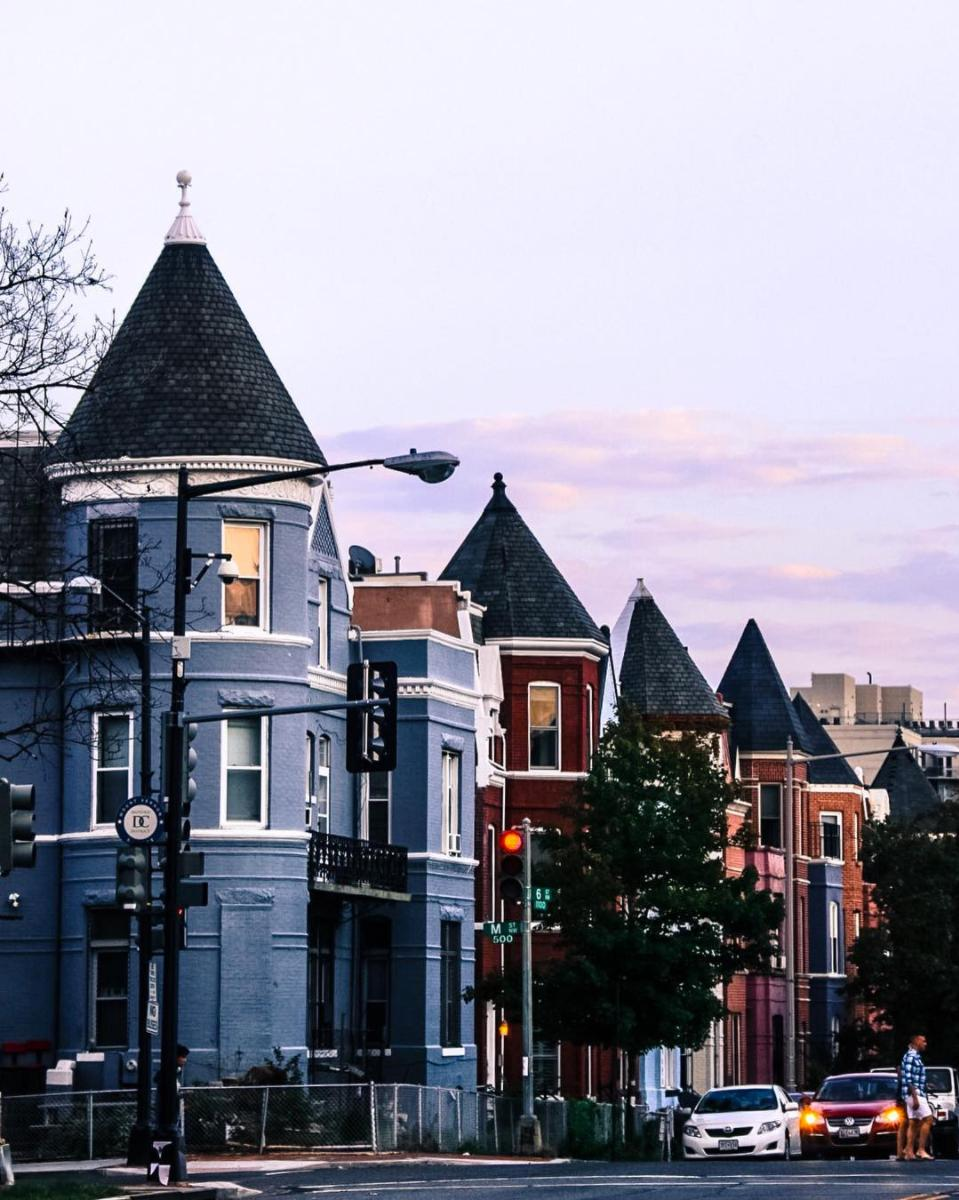Peep those row houses! (Image via @amateur.ali)