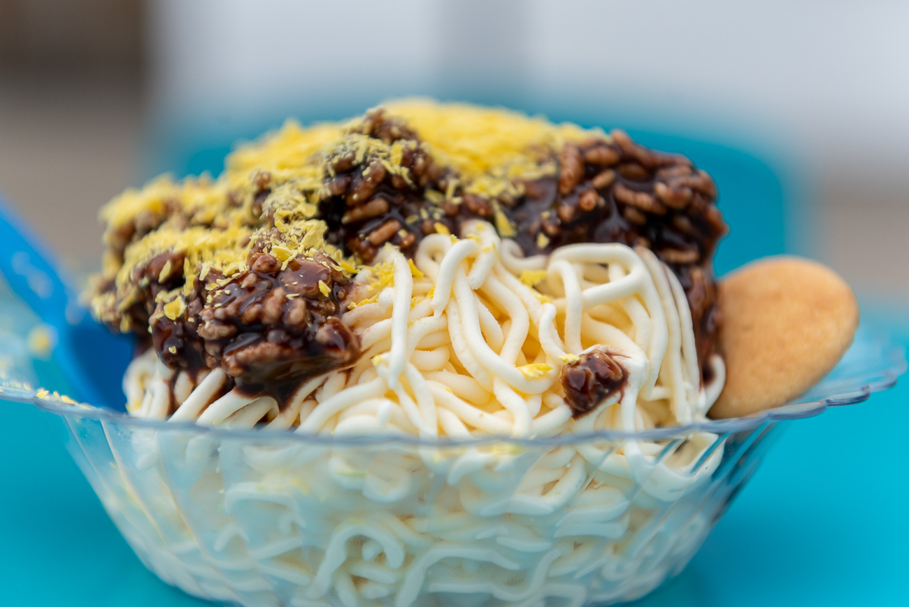 "Spaghetti ""3-Way"": eis (vanilla ice cream), chocolate sauce with Rice Krispies, yellow chocolate shavings, and mini Nilla wafers / Image: Mike Menke & Lacey Keith // Published: 10.26.20"