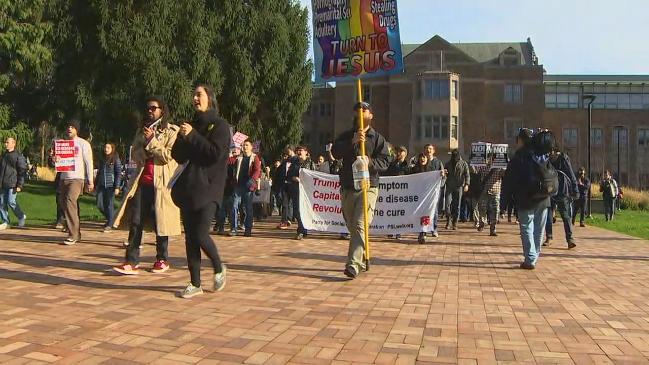 Counter protesters who gathered at the HUB marched to Red Square. (Photo: KOMO News)