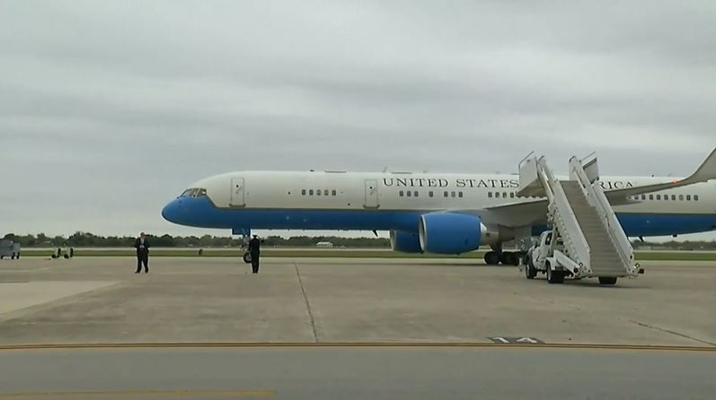 Vice President Pence arrives in San Antonio, to visit Sutherland Springs church shooting victims, attend prayer vigil (SBG San Antonio)<p></p>