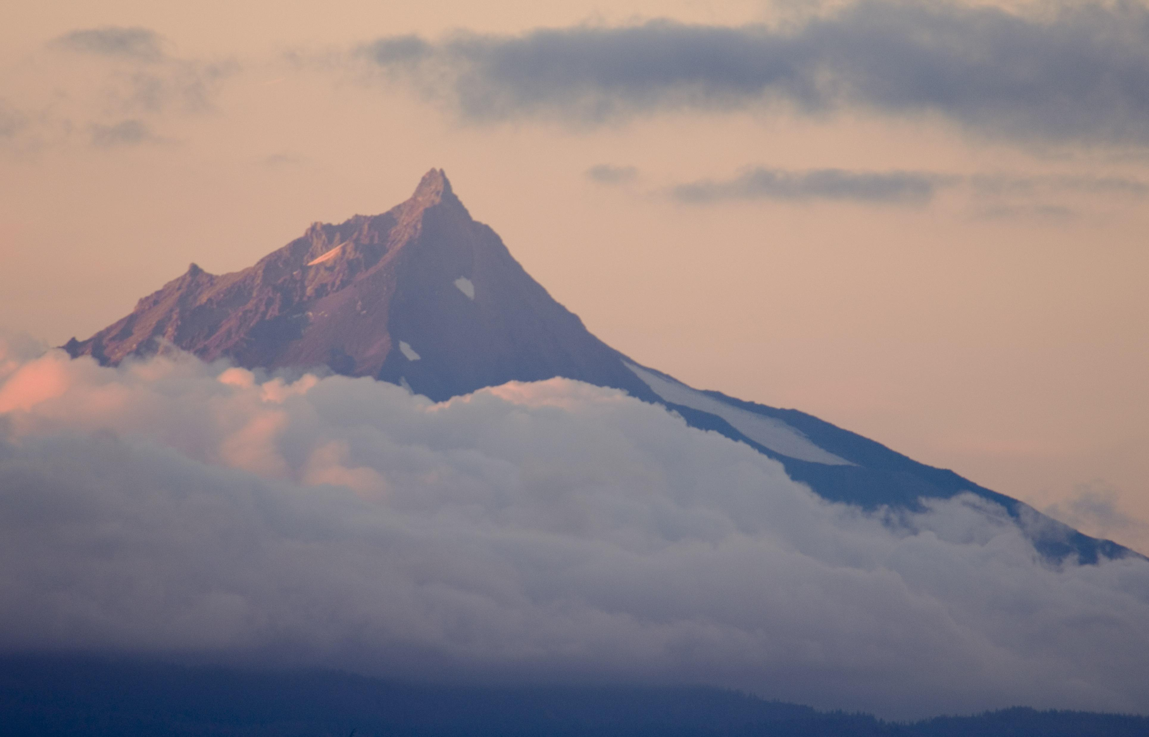 Mount Jefferson and clouds (USDA Forest Service)