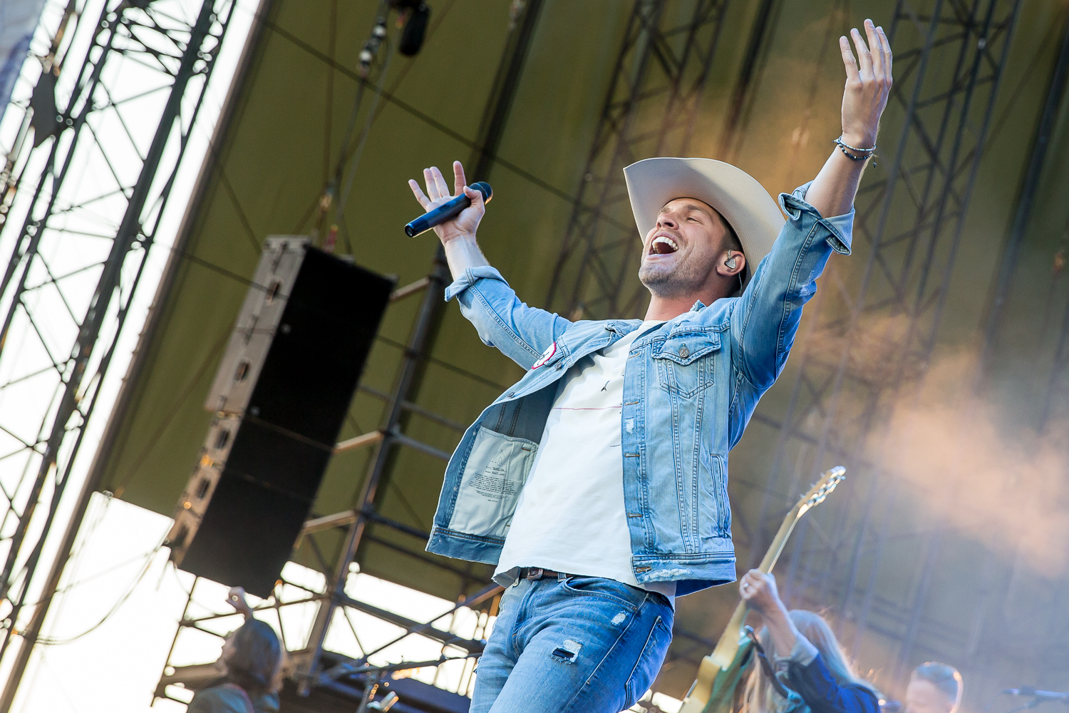 Dustin Lynch at the Watershed Music Festival 2018 at The Gorge Amphitheatre. (Photo by David Conger / davidconger.com)