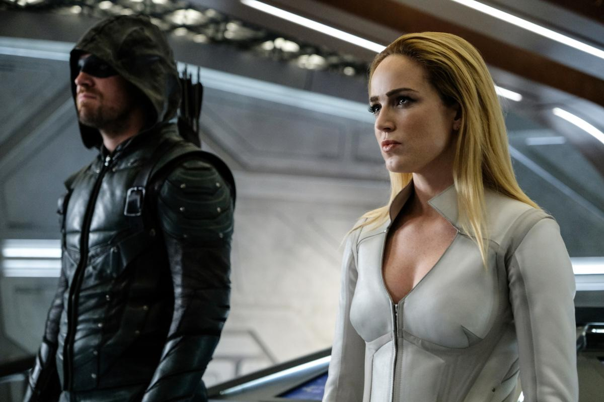 "DC\'s Legends of Tomorrow -- ""Crisis on Earth -- X, Part 4"" -- Image Number: LGN308b_0138b.jpg -- Pictured (L-R): Stephen Amell as Oliver Queen/Green Arrow and Caity Lotz as Sara Lance/White Canary -- Photo: Robert Falconer/The CW -- �© 2017 The CW Network, LLC. All Rights Reserved."