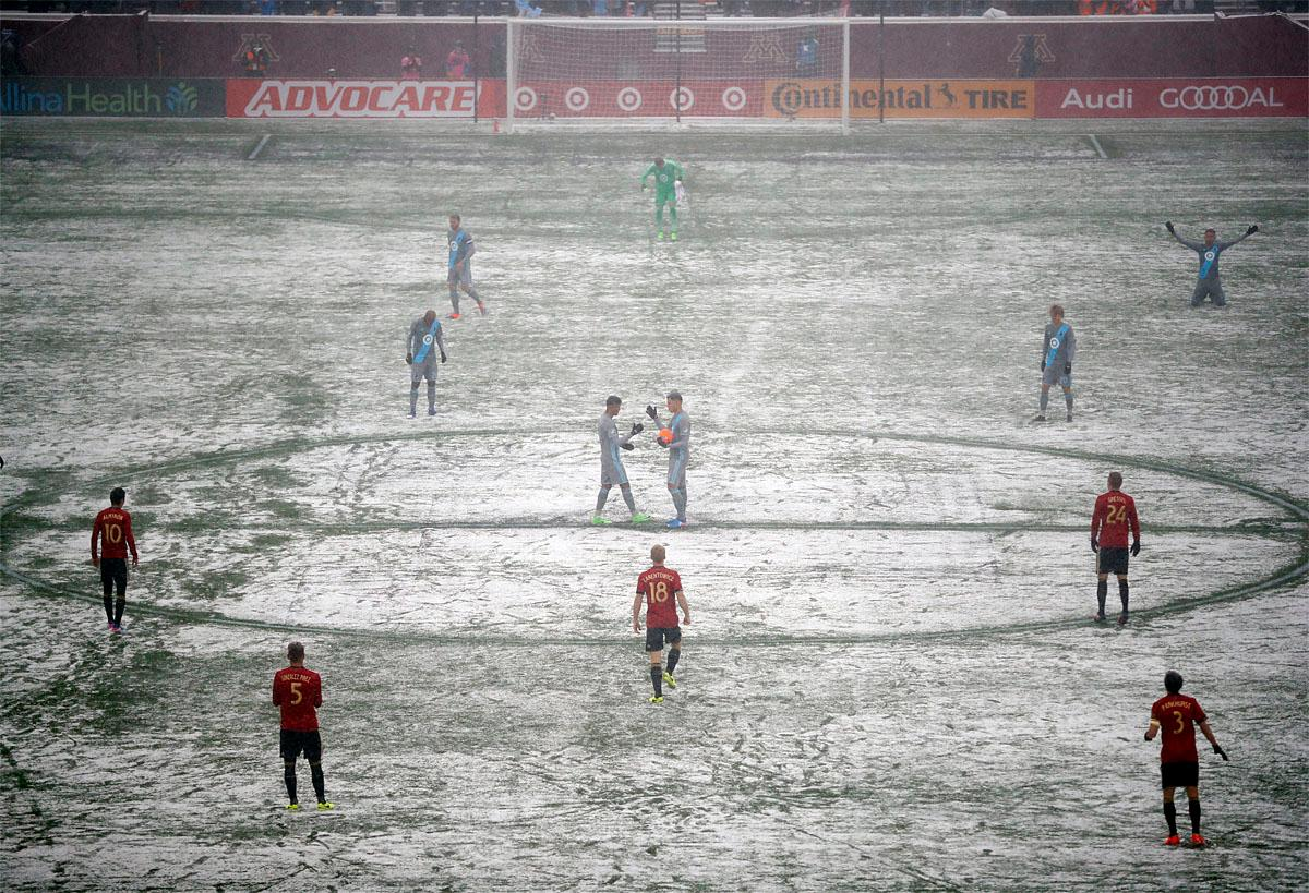Atlanta United and Minnesota United prepare for an MLS soccer game as a grounds crew worker clear lines Sunday, March 12, 2017, in Minneapolis, Minn. (Jeff Wheeler/Star Tribune via AP)