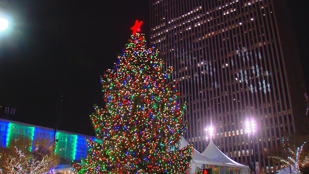Dd Christmas.Christmas Tree On Fountain Square Now Lit For Season Wkrc