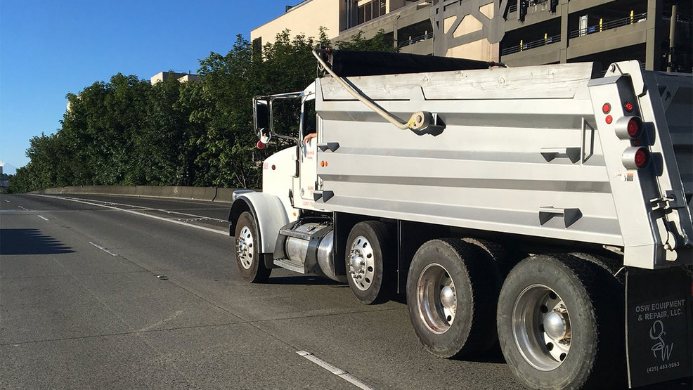 Pedestrian Struck By Dump Truck Killed On I 5 In Downtown Seattle
