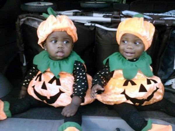 HAPPY HALLOWEEN FROM ERIEL AND ERIN !