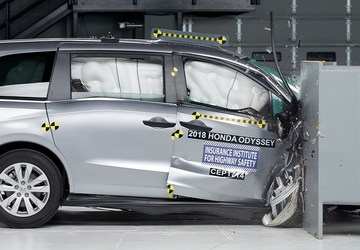 Insurance Institute for Highway Safety finds mixed results in latest minivan crash tests