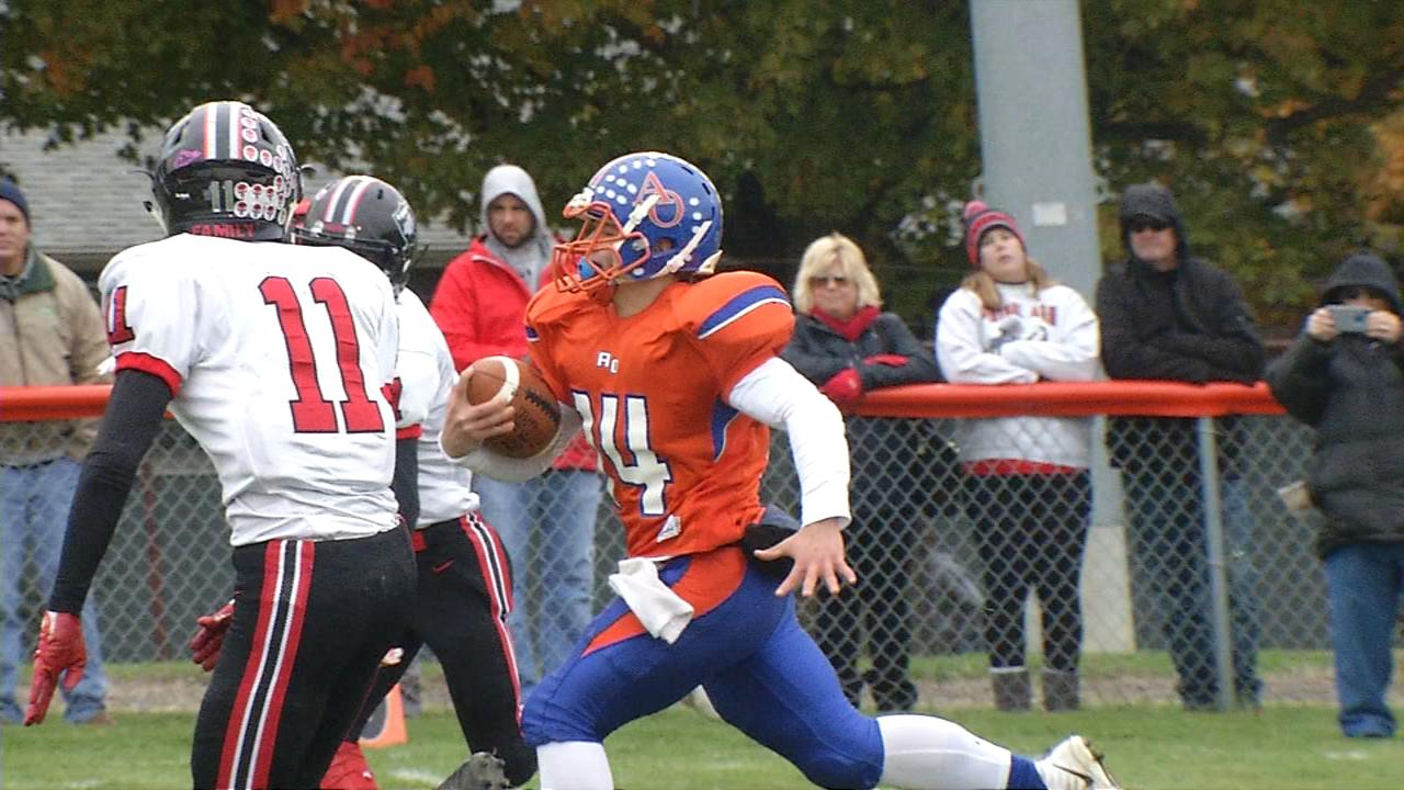 Argenta-Oreana's QB running game pushes the Bombers to the 2nd round