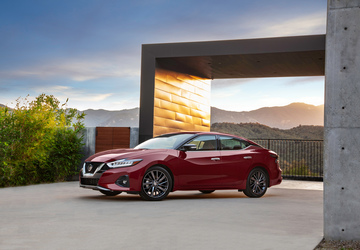 Nissan, Mazda hold on to sedan dreams