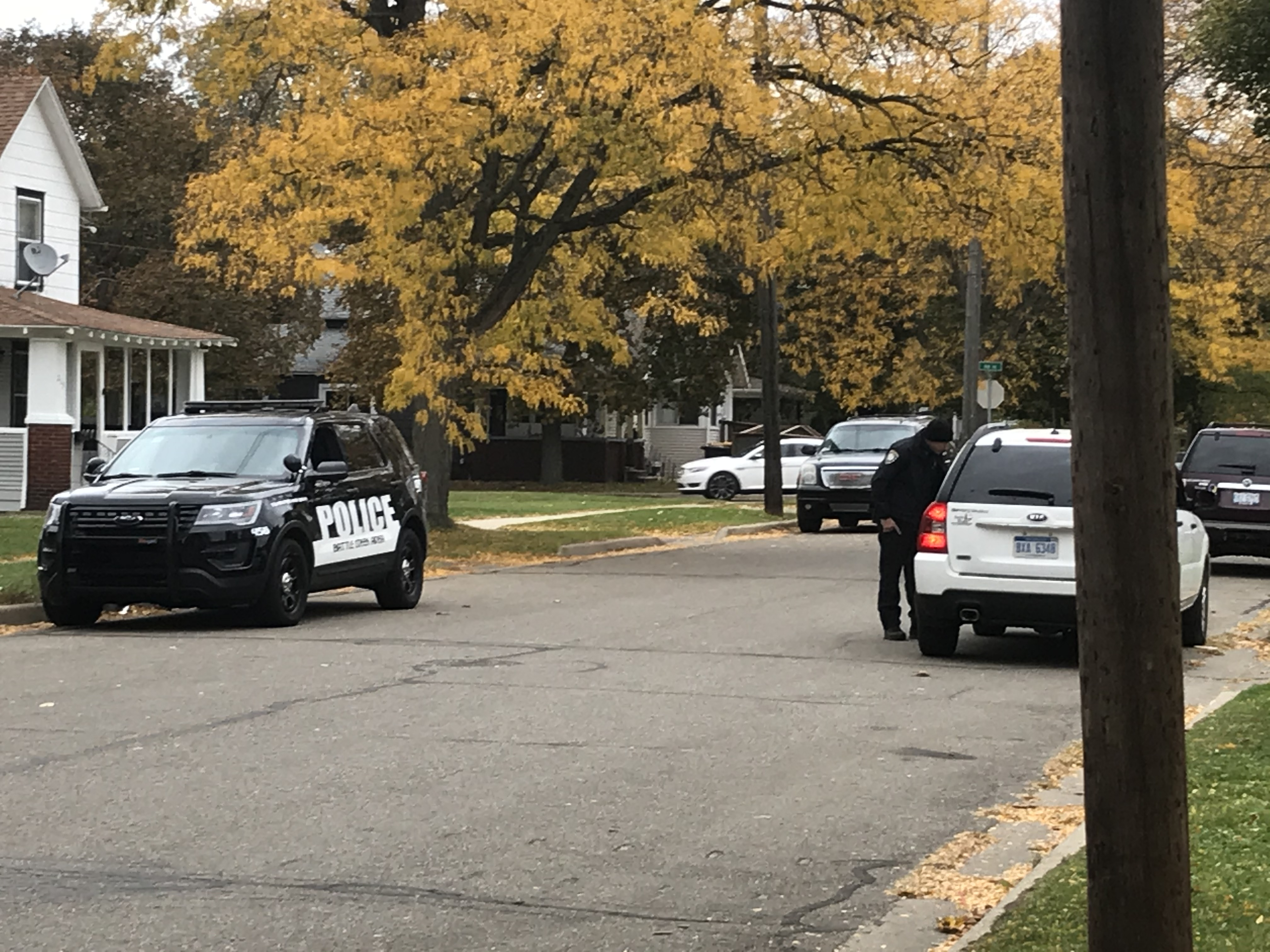Battle Creek Police investigate the house where the missing couple lived Oct. 15, 2020. (WWMT/Tarvarious Haywood)