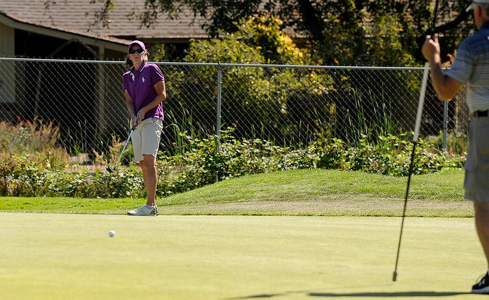 Andy Atkinson / Mail TribuneTrina Jones attempts a long putt on the 2nd green during her final round Monday afternoon.