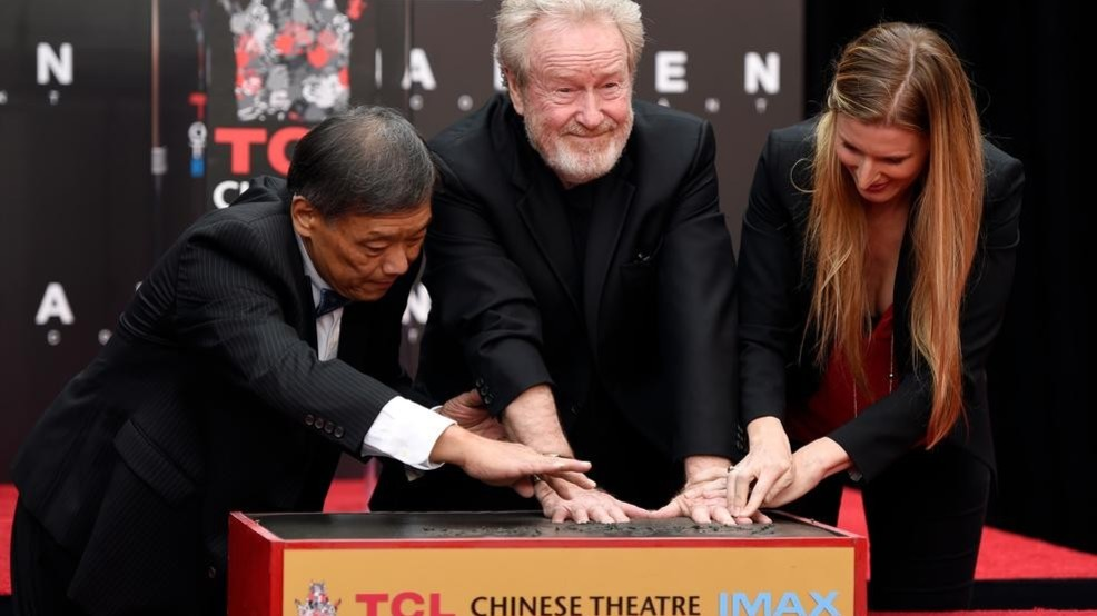 See Ridley Scott put his hands in cement at TCL Chinese Theatre in 360 degrees