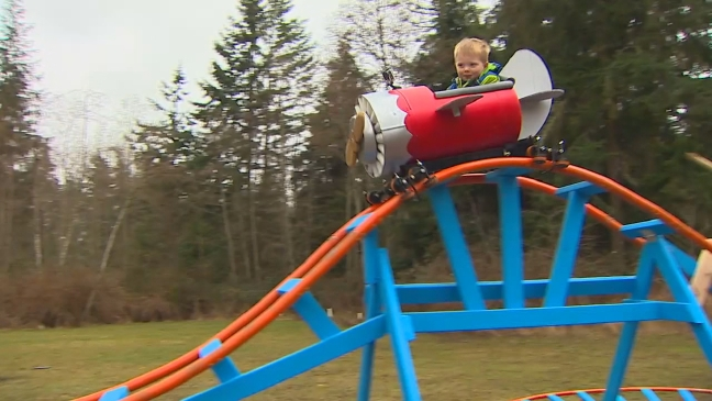 Roller Coaster In Their Backyard :  this? Navy pilot builds roller coaster in backyard for 3yearold son