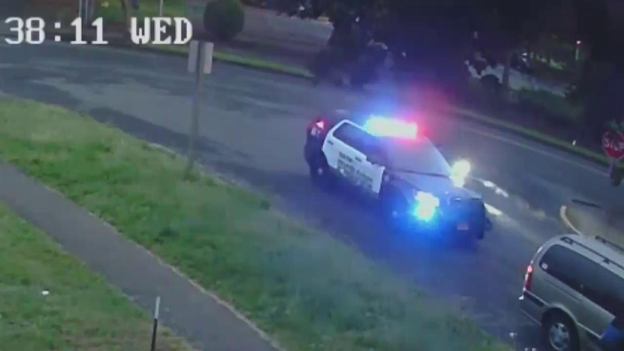 Surveillance video shows moments leading up to officer being shot in SalemThumbnail