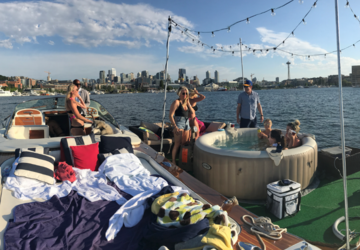 next level alert you can rent a floating hot tub on lake union seattle refined. Black Bedroom Furniture Sets. Home Design Ideas