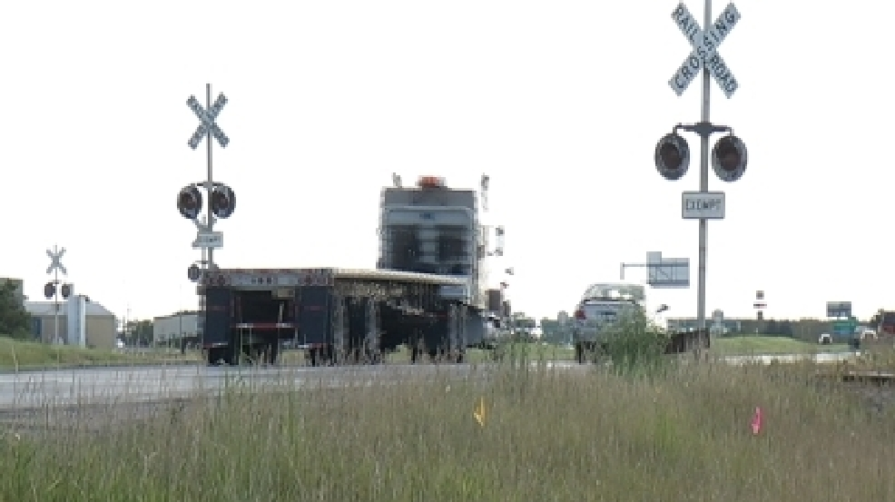 Motorists express concern over railroad crossing on Highway 24