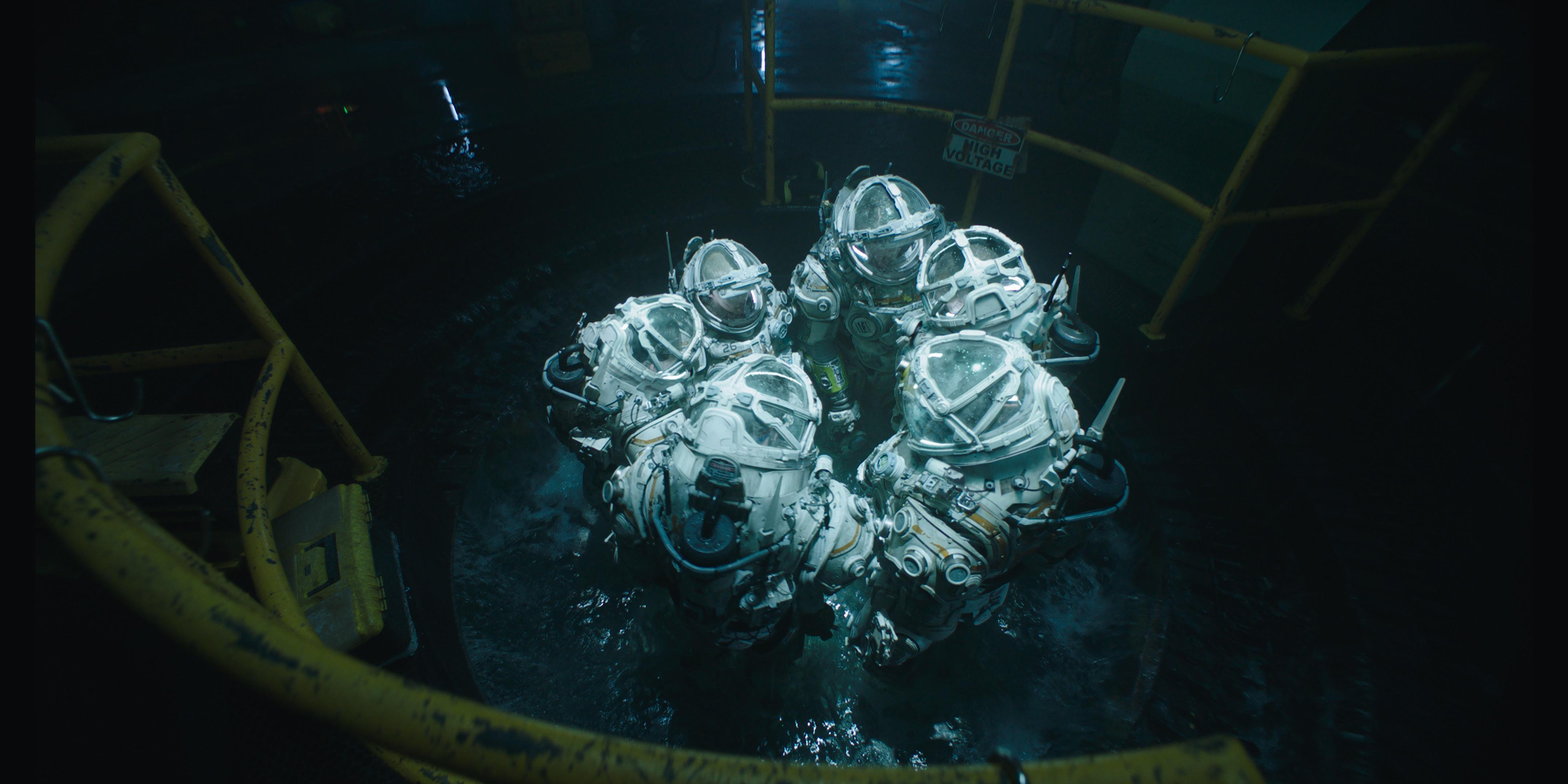 In the aftermath of a devastating earthquake, and trapped in a rapidly flooding structure, a crew of six stationed on an underwater research facility realize their only shot at survival lies in walking across the ocean floor to a distant abandoned rig. (Image: Twentieth Century Fox)