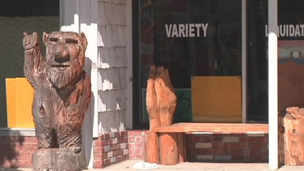 Reedsport chainsaw carvings now displayed year round kpic