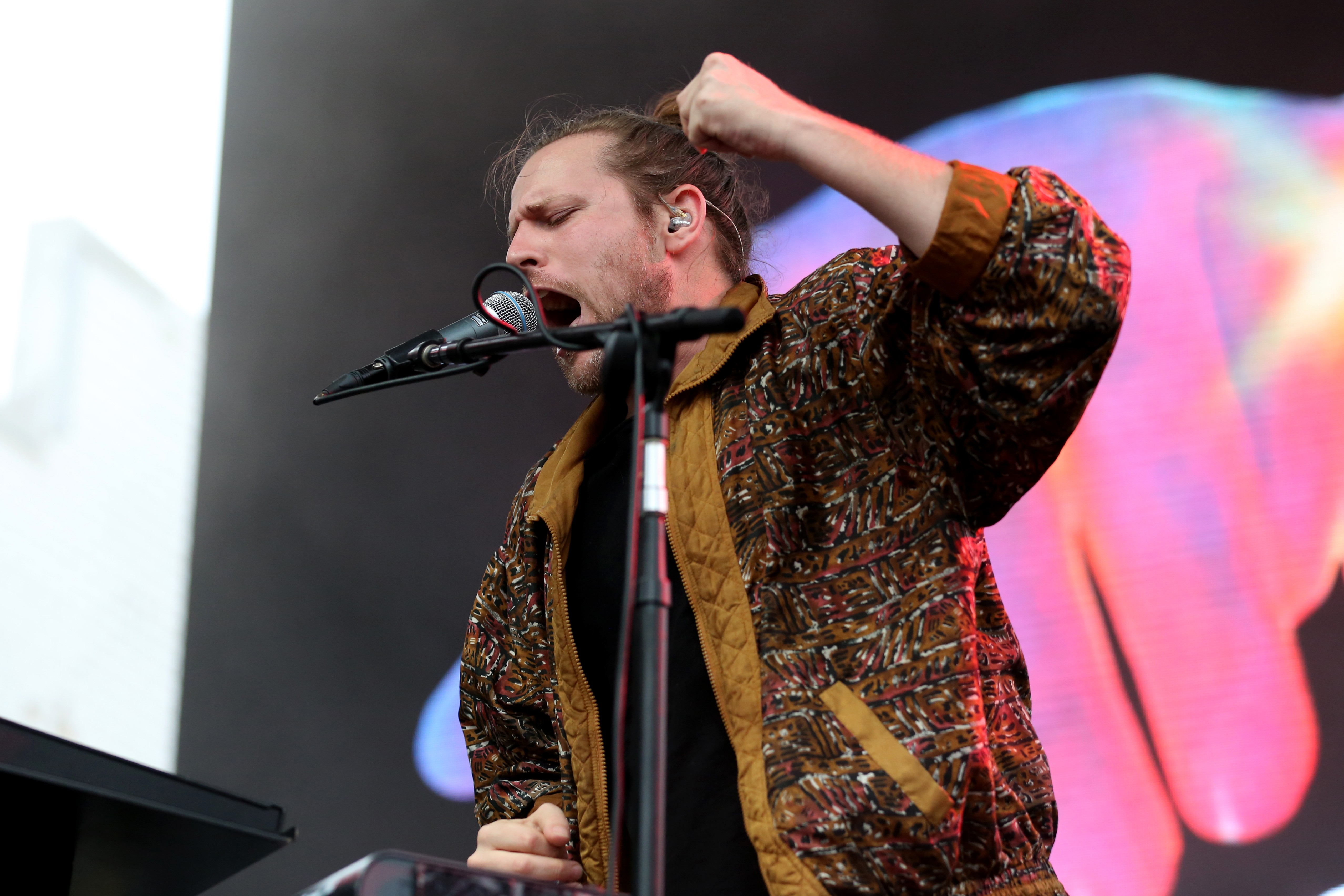 Jesse Clasen of Foreign Air was all vintage cool with his jacket and man bun. (Amanda Andrade-Rhoades/DC Refined)<p></p>