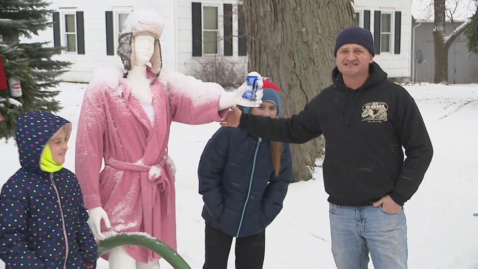 Pavilion family delights neighbors with \u0027Christmas Vacation