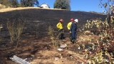 Fire burns brush near cell tower on Reservoir Hill in Roseburg