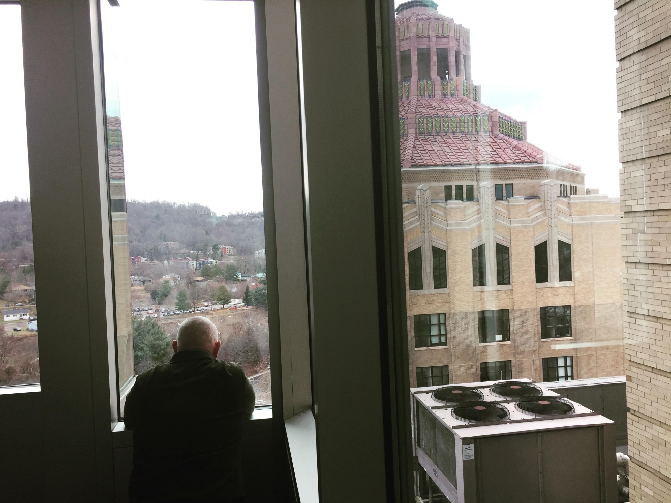 Photographer Ken Corn, waits for Walter Beals to reach the eighth floor. (Photo credit: WLOS staff))