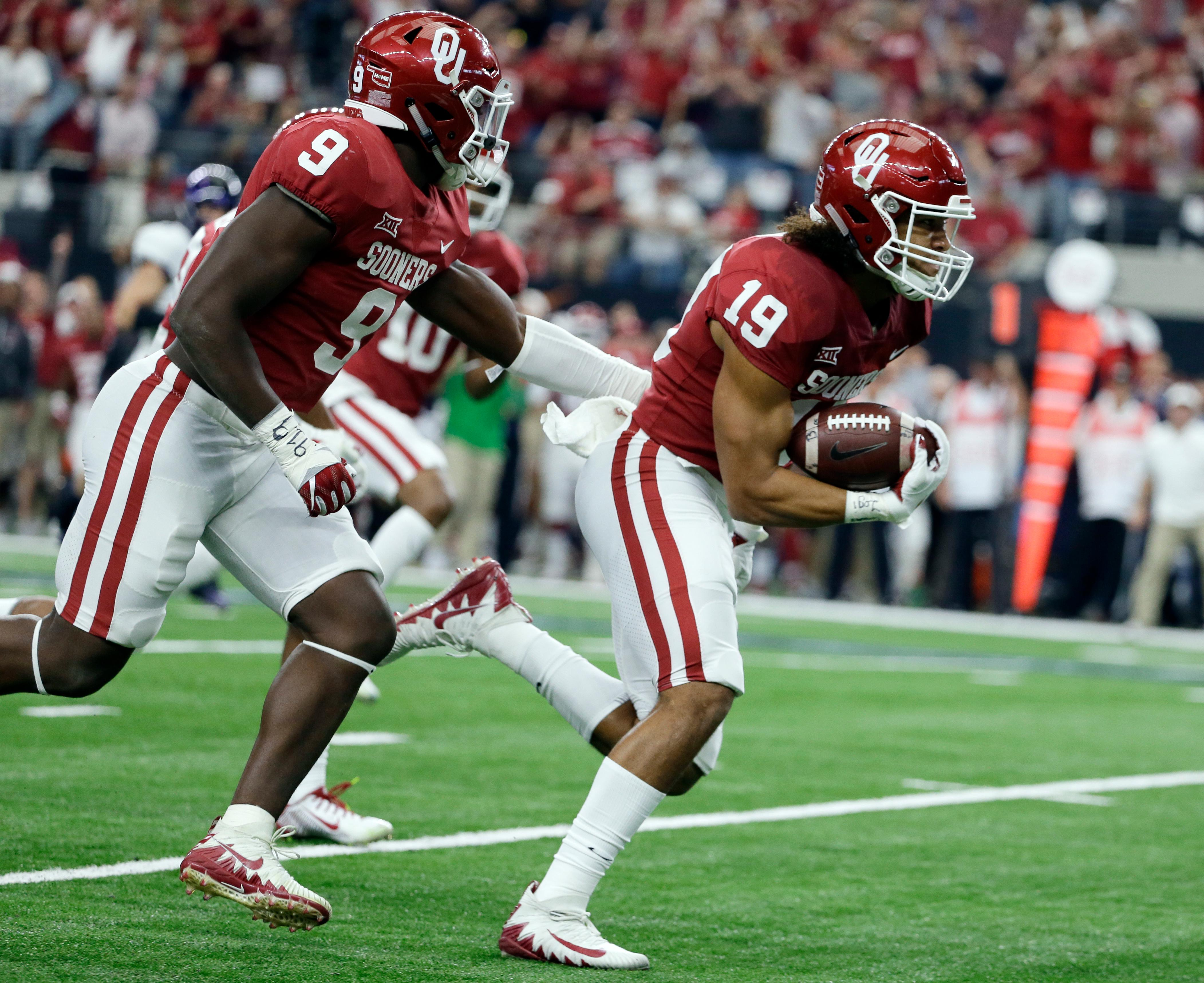 Oklahoma linebacker Kenneth Murray (9) follows linebacker Caleb Kelly (19) to the end zone for a touchdown after Kelly recovers a TCU Kyle Hicks fumble in the first half of the Big 12 Conference championship NCAA college football game, Saturday, Dec. 2, 2017, in Arlington, Texas. (AP Photo/Tony Gutierrez)